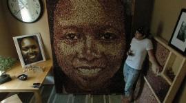 Portrait de Grace en bouchons de liège par Scott Gundersen
