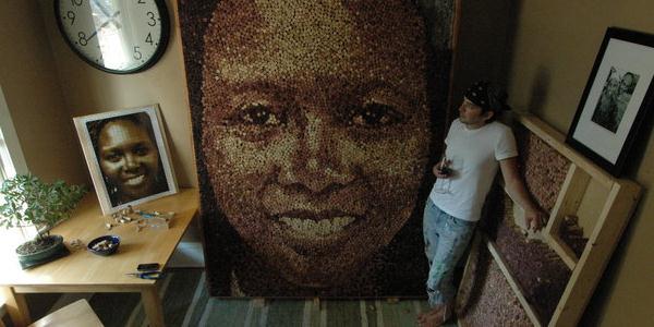chaque visage a une histoire il recycle pr s de 10 000. Black Bedroom Furniture Sets. Home Design Ideas