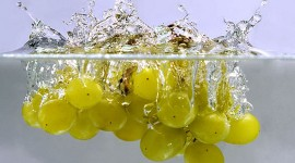 Splashing grapes par AHMED... CC : by-nc-nd/2.0/