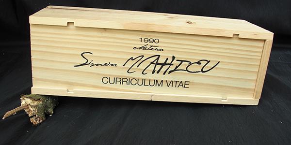 un cv  u00e0 boire   il envoie son curriculum vitae sur l u2019 u00e9tiquette d u2019une vraie bouteille de vin